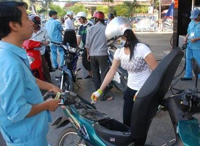 Cách tiết kiêm xăng khi đi xe máy, cach tiet kiem xang khi di xe may