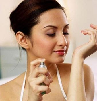 6 mẹo giúp bạn giữ mùi nước hoa thơm lâu, 6 meo giup ban giu mui nuoc hoa thom lau