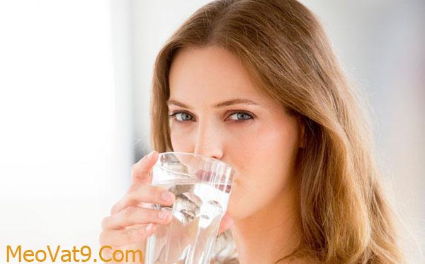 Uống nước lạnh là cách hay giúp bạn tỉnh táo