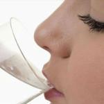 Mẹo chữa hiện tượng môi nứt nẻ hiệu quả