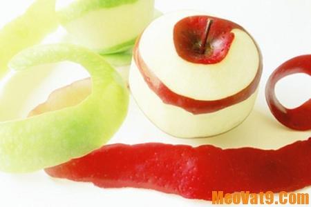 Gọt vỏ để tẩy sạch hóa chất trên rau quả
