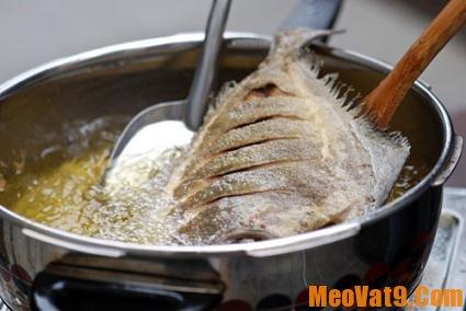 Mẹo vặt nhà bếp hay, cách chiên cá không dính chảo