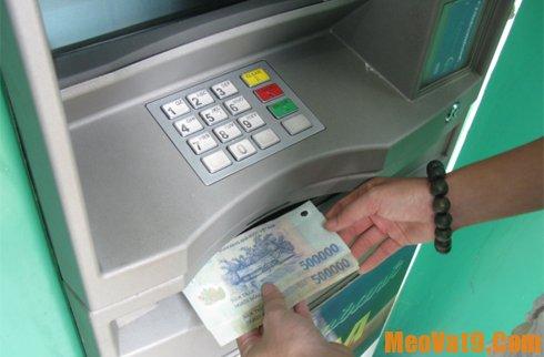 Mẹo rút tiền an toàn tại cây ATM