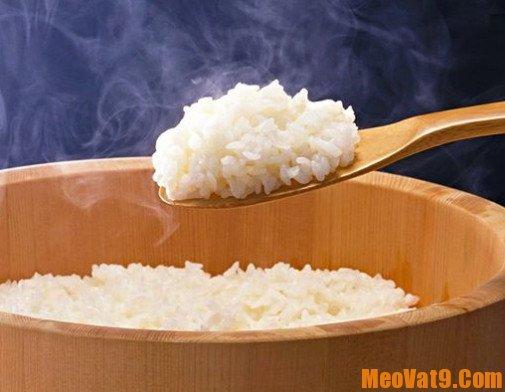 Mẹo trị mụn bằng cơm nóng hiệu quả
