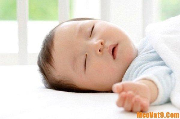Tìm hiểu sự phát triển sinh lý của trẻ giúp bé ngủ ngon