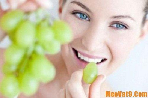 Chăm sóc da từ bên trong là một cách trị mụn hiệu quả