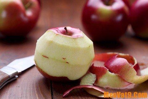 Làm sạch xoong nồi bằng vỏ táo