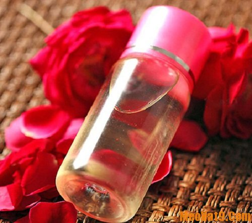 Sử dụng nước hoa hồng giúp da bạn luôn mềm mại và tươi sáng
