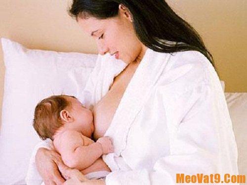 Mẹo cho bé bú đúng cách và khoa học nhất