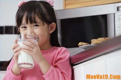 Cách cho trẻ uống sữa theo từng lứa tuổi