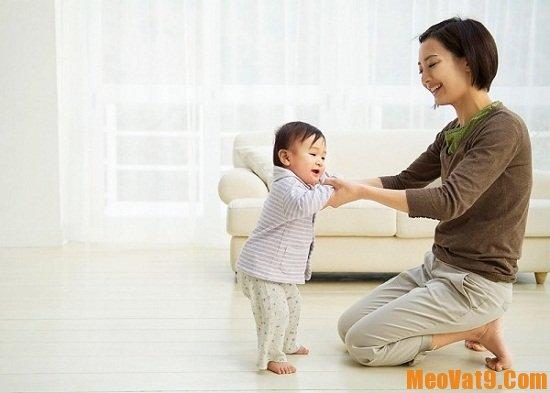Cách cho trẻ tập đi hiệu quả và an toàn