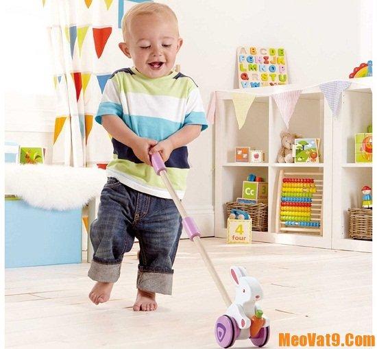 Mẹo cho trẻ tập đi hiệu quả và an toàn