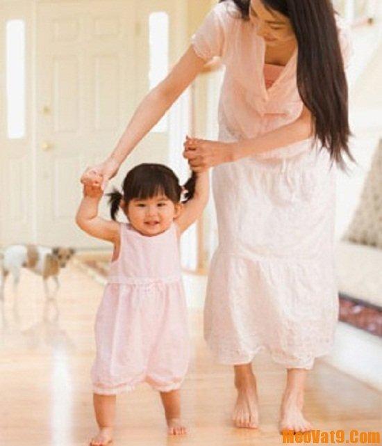 Mẹo dạy trẻ tập đi đúng cách