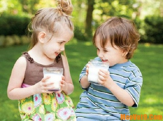 Cách sử dụng sữa cho trẻ đúng cách
