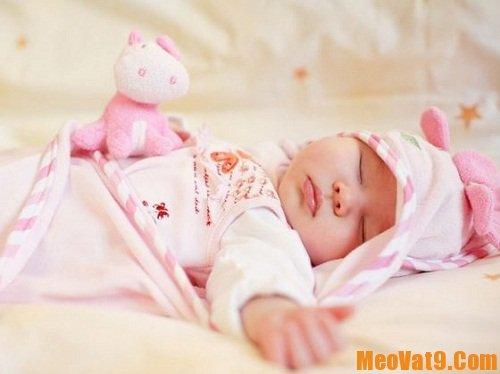 Bí quyết đơn giản trị ho cho trẻ sơ sinh