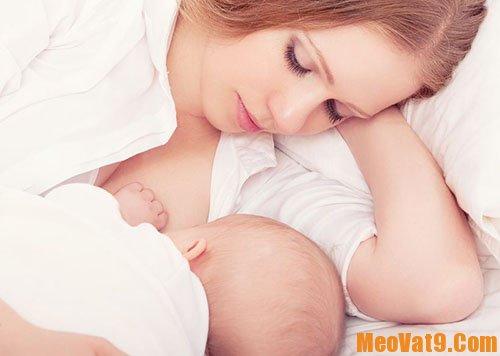 Cách xử lý khi trẻ không chịu bú mẹ đơn giản