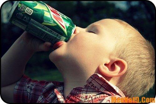 Nước ép trái cây rất tốt cho sự phát triển chiều cao của trẻ.