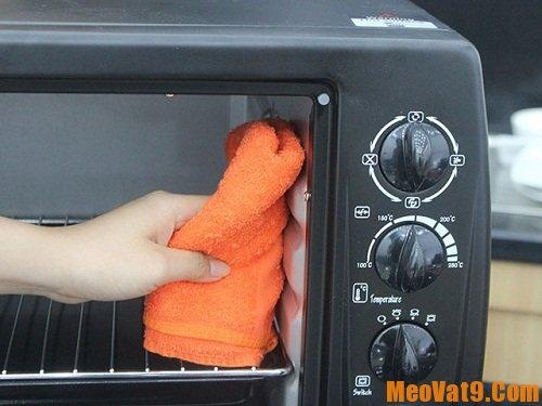 Mẹo sử dụng và vệ sinh lò nướng đúng cách