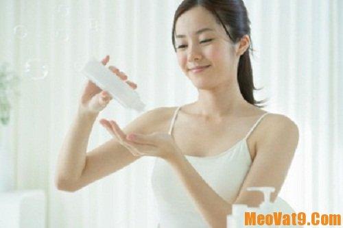 Dưỡng ẩm cho da là việc làm đầu tiên của việc chăm sóc da khỏe mạnh