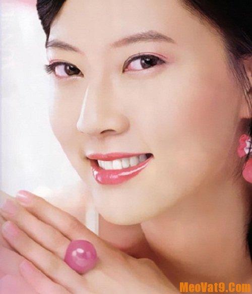 Cách chọn màu son môi phù hợp với da trắng hồng