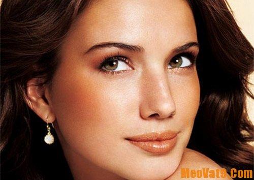 Mẹo chọn son môi đẹp và phù hợp với da ngăm đen