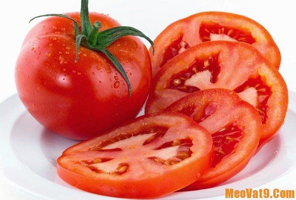 Chọn cà chua có cuống tươi xanh