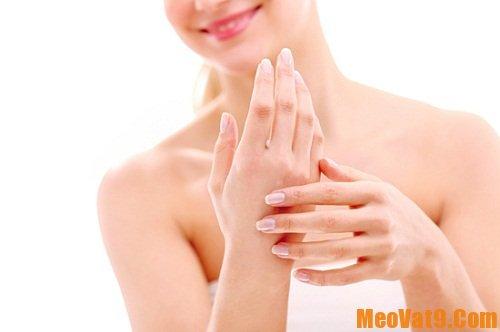 Mẹo giúp da tay mềm mượt như da em bé