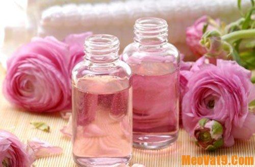 Công dụng tuyệt vời của nước hoa hồng