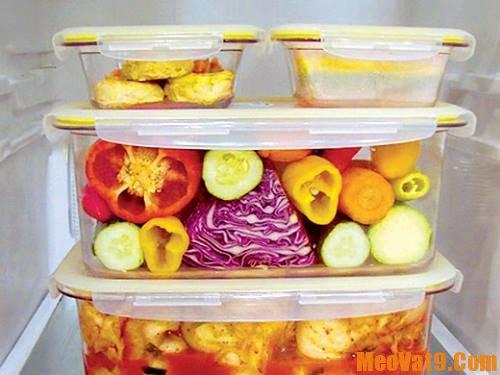 Mẹo làm sạch hộp nhựa đựng thức ăn