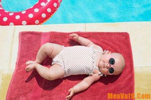Mẹo tắm nắng cho trẻ đúng và an toàn