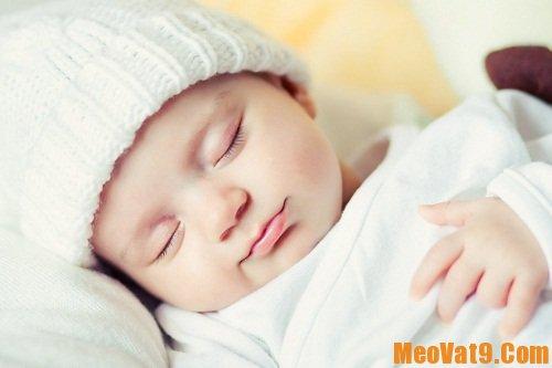 Mẹo giữ ấm cho bé vào mùa đông