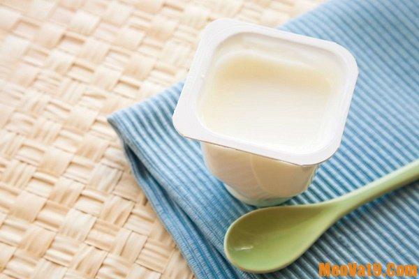 Tẩy da chết cho môi bằng sữa chua