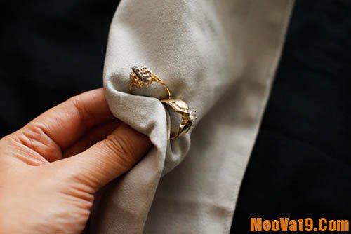 Hướng dẫn thực hiện làm mới trang sức bằng vàng