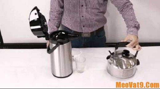 Cách tẩy sạch cặn bẩn trong ấm, phích nước