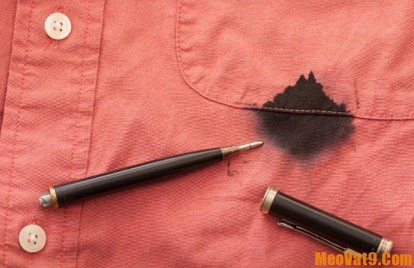 Cách tẩy vết mực trên quần áo