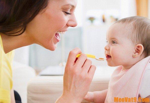 Cách cho trẻ ăn dặm đúng cách, làm sao để bé tập ăn dặm hiệu quả