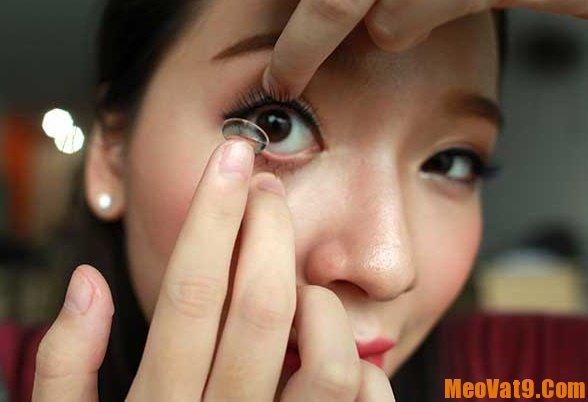 Hướng dẫn sử dụng kính áp tròng đúng cách, đeo kính áp tròng có khó chịu không?