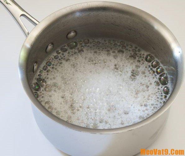 Cách làm sạch gương sáng bóng bằng giấm