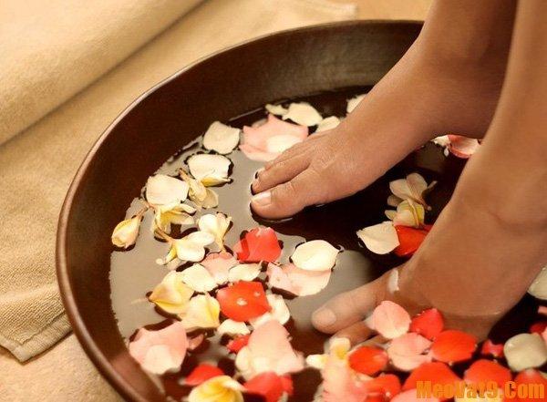 Cách trị cước chân tay bằng gừng, mẹo trị cước chân tay trong mùa đông cực nhanh, hiệu quả