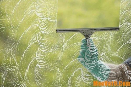 Mẹo làm sạch cửa kính cực nhanh, hướng dẫn làm vệ sinh cửa kính