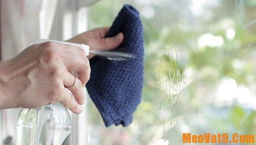 Mẹo làm sạch cửa kính cực nhanh, các cách giúp tẩy sạch vết bẩn trên cửa kính