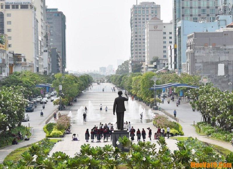 Du lịch Sài Gòn nên đi đâu? Phố đi bộ Nguyễn Huệ